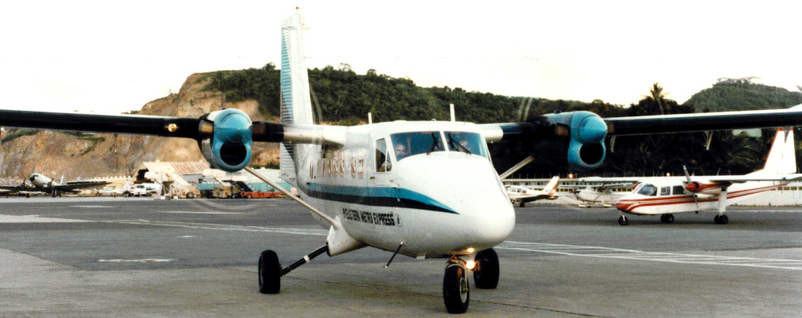 Twin-Otter (blue striping) and an Islander (red striping)