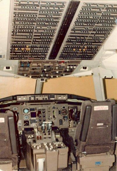 767-Cockpit-CB panel